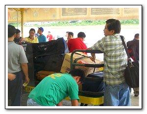 bohol-airport-bags (21k image)